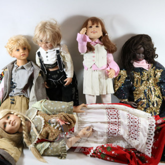 5 versch. Puppen, H: 90-105 cm