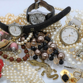 Posten Modeschmuck: Armbanduhren und